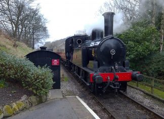 No. 43924 & 1054 Top 'n' Tail out of Damems
