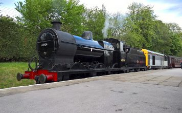 locomotive 4F 43924 and No. 20031 at Oxenhope