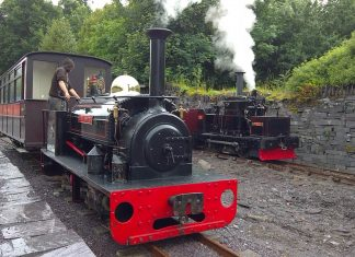 Hugh Napier passes Chaloner - Penrhyn Quarry Railway