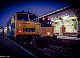 No. 31466 passes D7076 at Ramsbottom on the East Lancs Railway during the Autumn Diesel Gala
