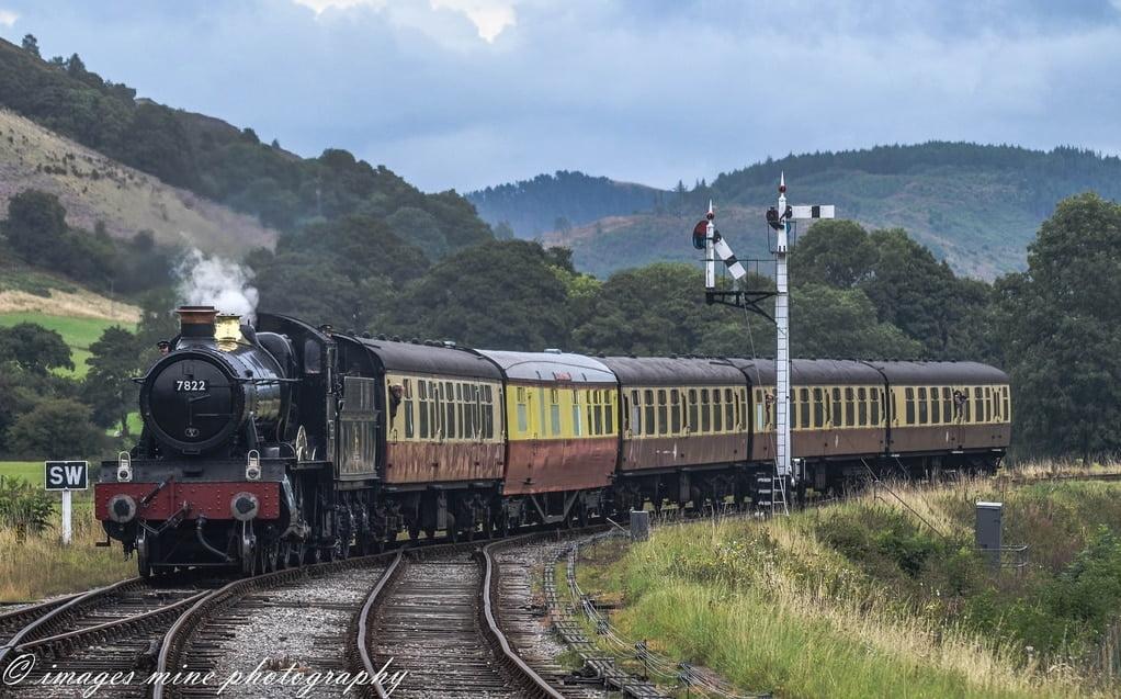 7822 'Foxcote Manor' arrives at Carrog on the Llangollen Railway