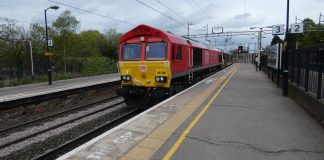 DB Cargo UK Class 66 No. 66128 leads 074L through Hemel Hempstead