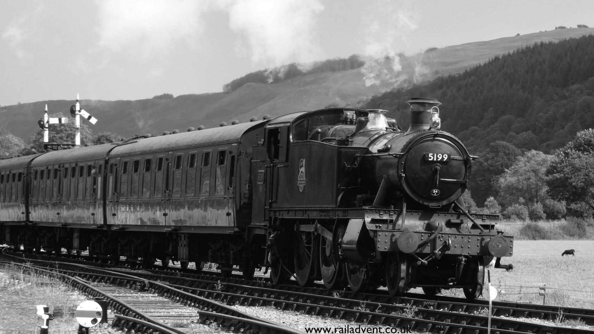 5199 arrives at Carrog on the Llangollen Railway