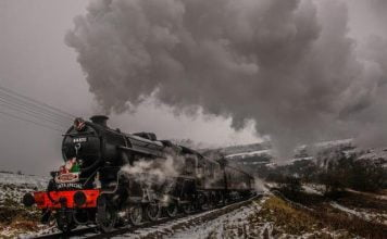 44871 on the Keighley and Worth Valley Railway in the snow at christmas