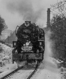 5820 Big Jim arrives at Haworth in the snow