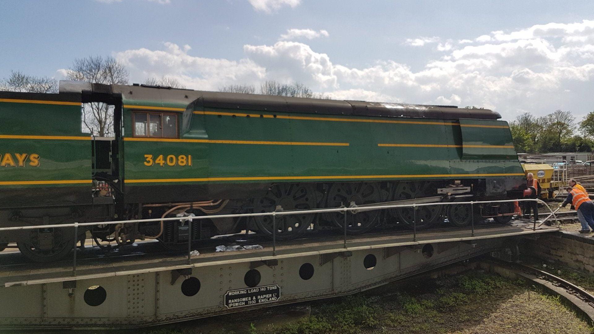 "34081 ""92 Squadron"" on Wansford Turntable, NVR // Credit Jamie Duggan"