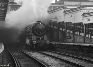 Oliver Cromwell bursts into Keighley platform 3 with a short freight train during a 30742 Charter