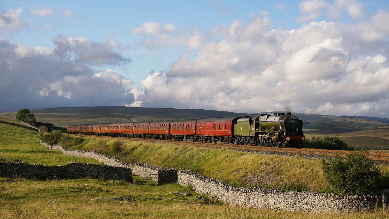 46115 on the Dalesman