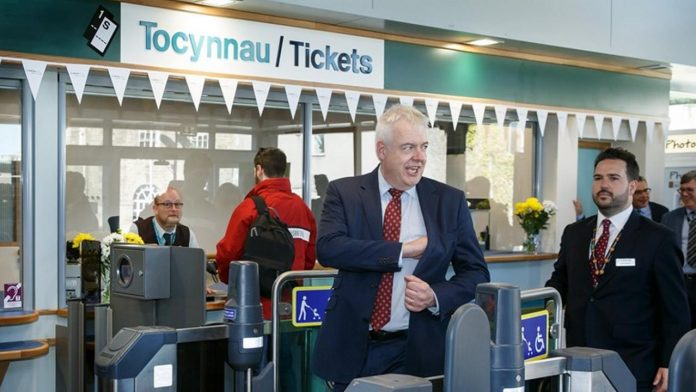 Carwyn Jones opens Bridgend station