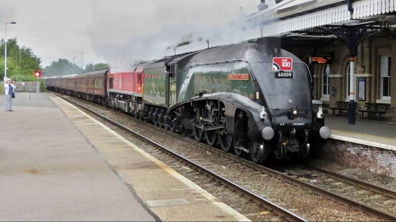 60009 and 66009 through Spalding on the RAF100