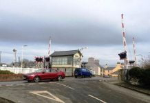Valley level crossing