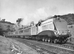 "2509 ""Silver Link"" Hauling the Silver Jubilee in Summer 1936 // Credit Steve Banks Collection"
