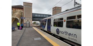 Northern 319 at Kirkham and Wesham with a service to Blackpool North