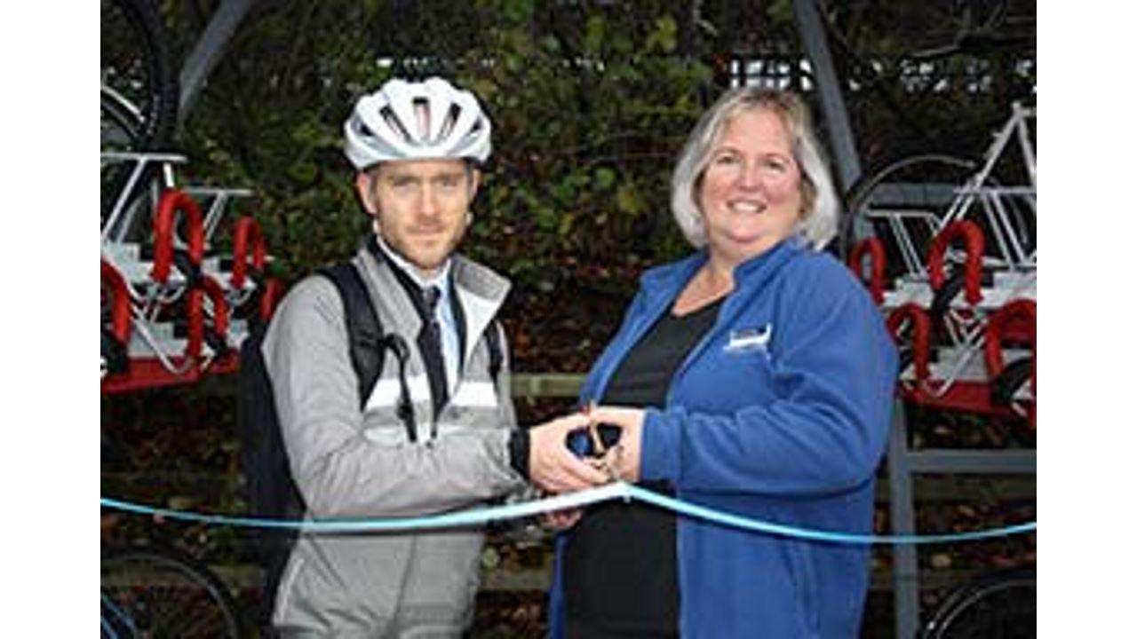 Warwick parkway cycle facilities