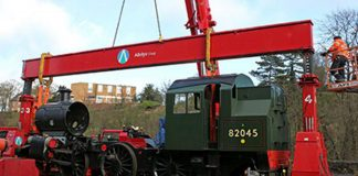 82045 being Lifted // Credit Peter Line