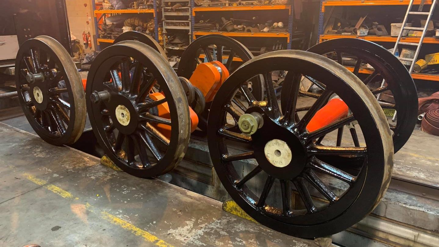 Coupled Wheels Painted // Credit MR-B