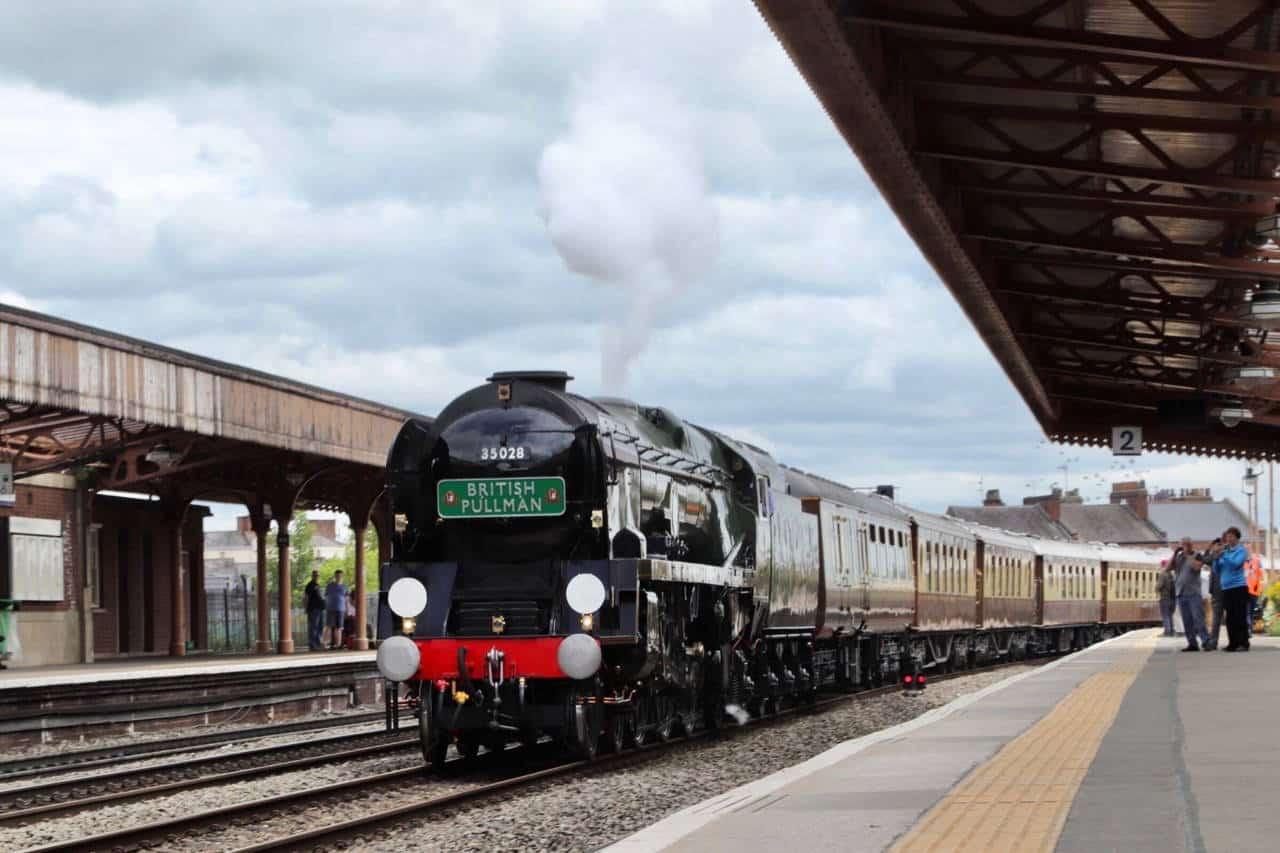 WATCH: Steam locomotive Clan Line steam through Warwickshire