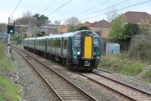 London to Liverpool train at Leighton Buzzard