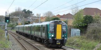 London to Liverpool train at Leighton Buzzard
