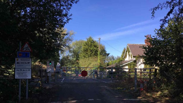 Network Rail first as two pieces of level crossing technology are linked together to improve safety