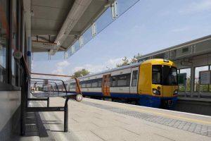 London Overground train in Haggerston station