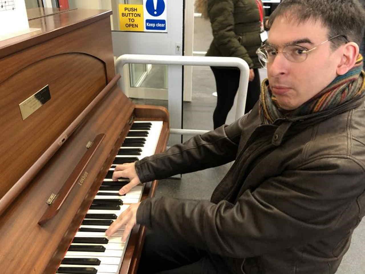 [GA] Duncan Honeybourne playing piano