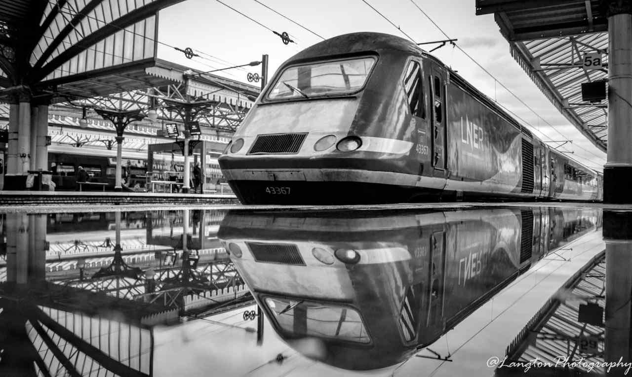 London North Eastern Railway HST arrives into Leeds