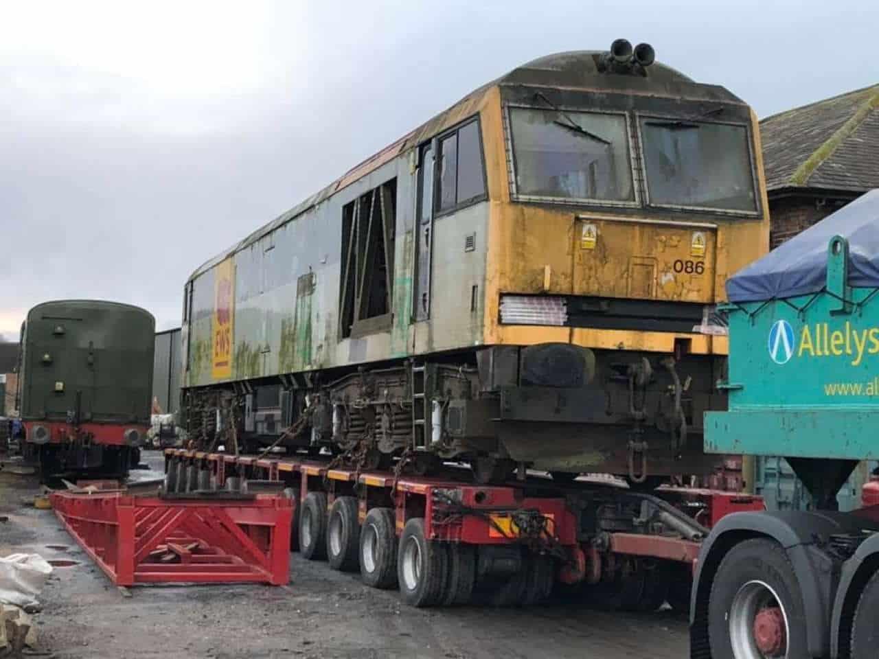 Class 60 diesel locomotive No. 60086 arrives at the Wensleydale Railway