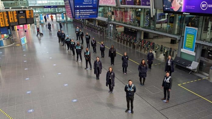 manchester piccadilly coronavirus social distancing