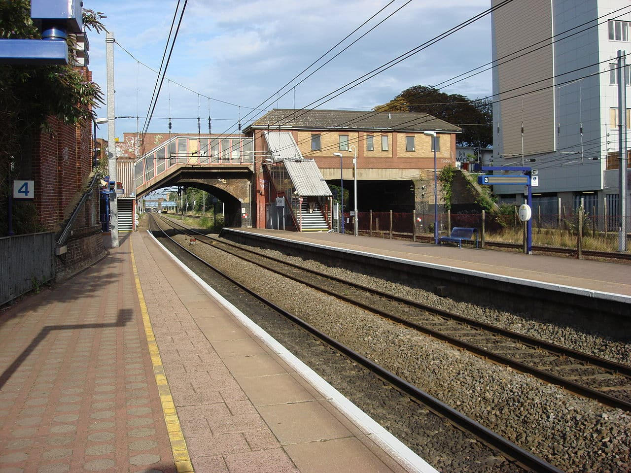 West Ealing railway station