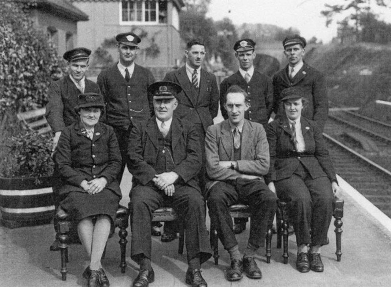 Alresford_Station_Staff_May_1946_8520