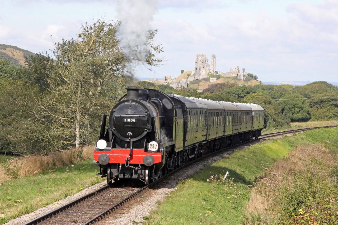 31806 at Corfe Castle on the Swanage Railway
