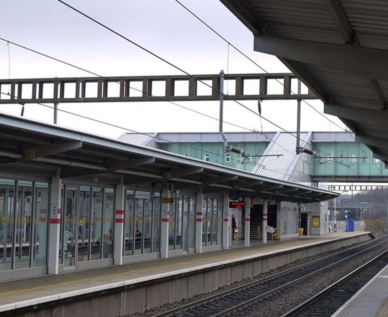 Network Rail begins vital lift improvement work at Luton Airport Parkway station