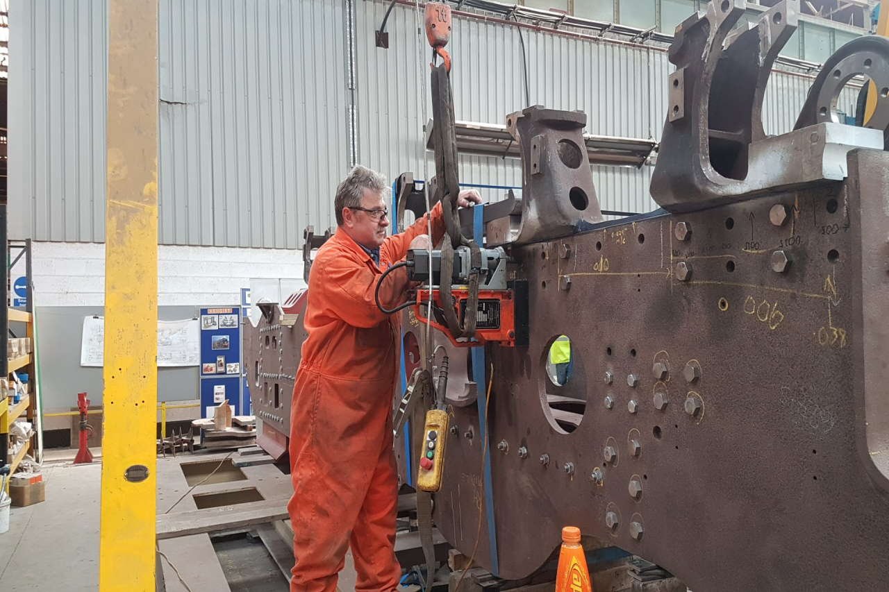 Fitting the stretcher bolts with Pete of CTL Seal