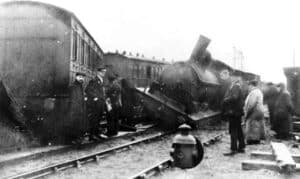 1915 crash near County School Station