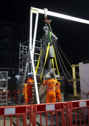 A hoist was used to lift the Robert Stephenson statue overnight on 6 October 2020