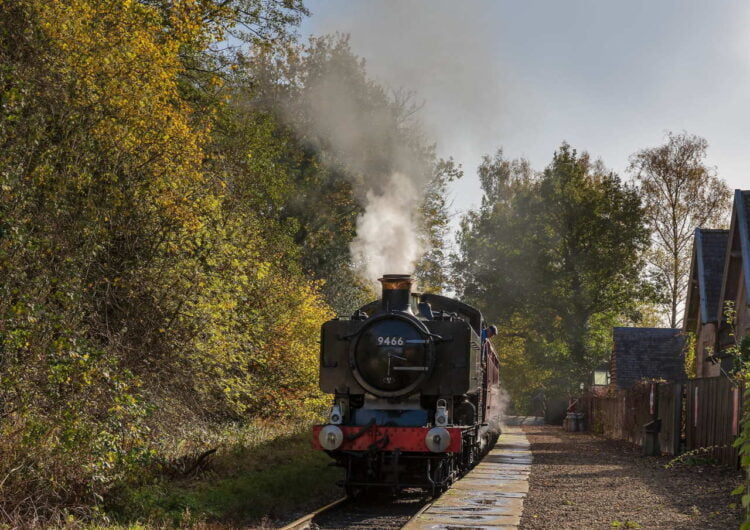 9466 on the Ecclesbourne Valley Railway
