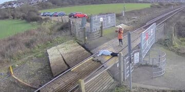 Misuse at Tidemills level crossing