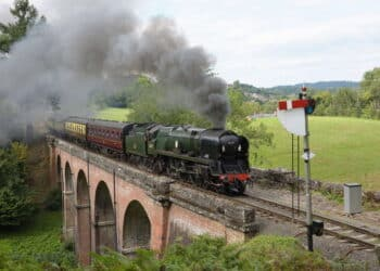 Taw Valley Crosses Oldbury viaduct with the 1515 Bridgnorth to Kidderminster