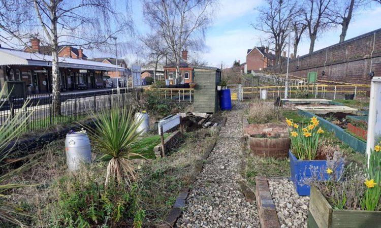 Evesham station gardens