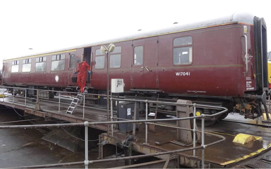 Current support coach for 71000 Duke of Gloucester
