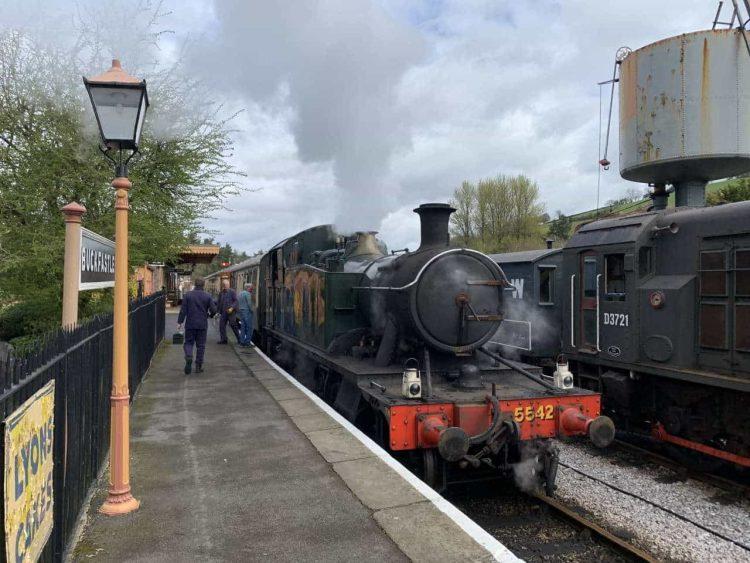5542 at a station