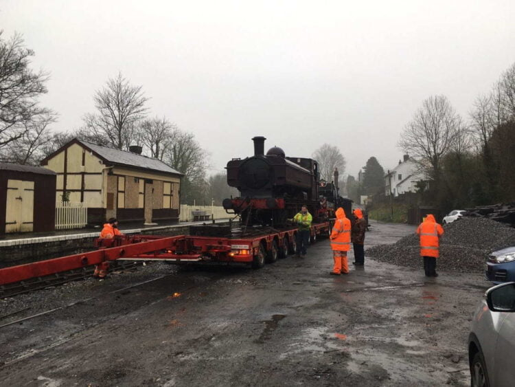 5786 arrives at the Gwili Steam Railway
