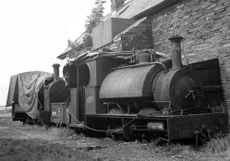 Corris locos 3 & 4 behind the Corris station at Machynlleth