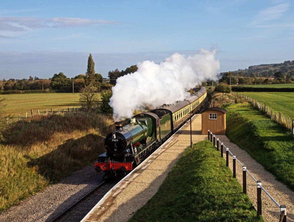 'Foremarke Hall' passes new Hayles Abbey Halt