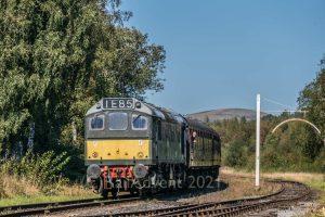 Class 25 D7629/25279 approaches Ramsbottom