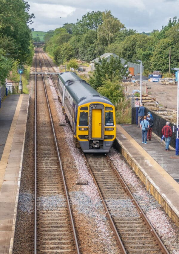 Northern Class 158 850 arrives into Gargrave