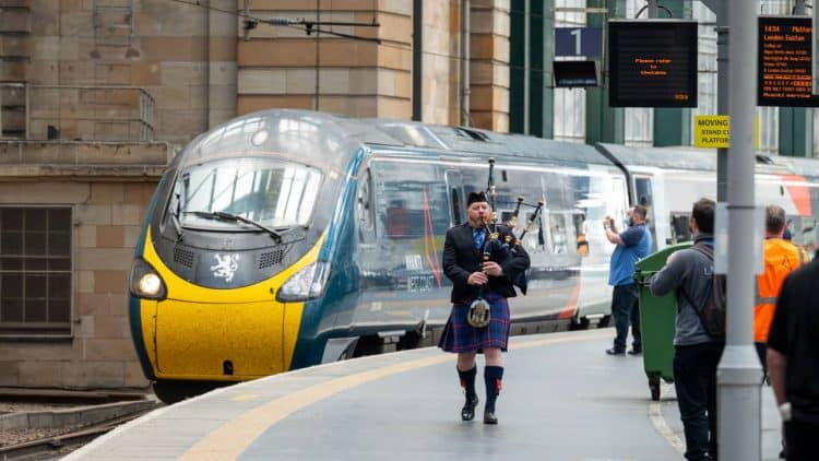 Royal Scot arrives at Glasgow