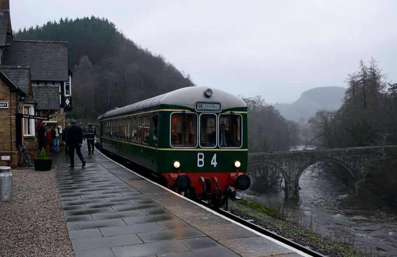 DMU at Berwyn on the Llangollen Railway