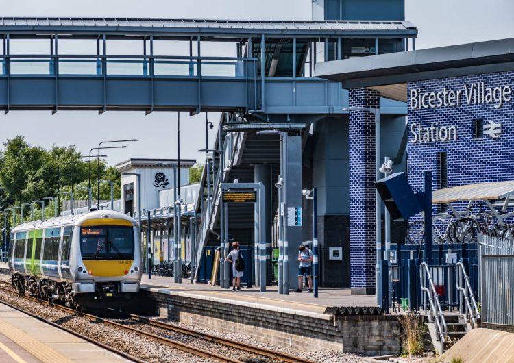 HybridFLEX train unveiled by Porterbrook and Chiltern Railways